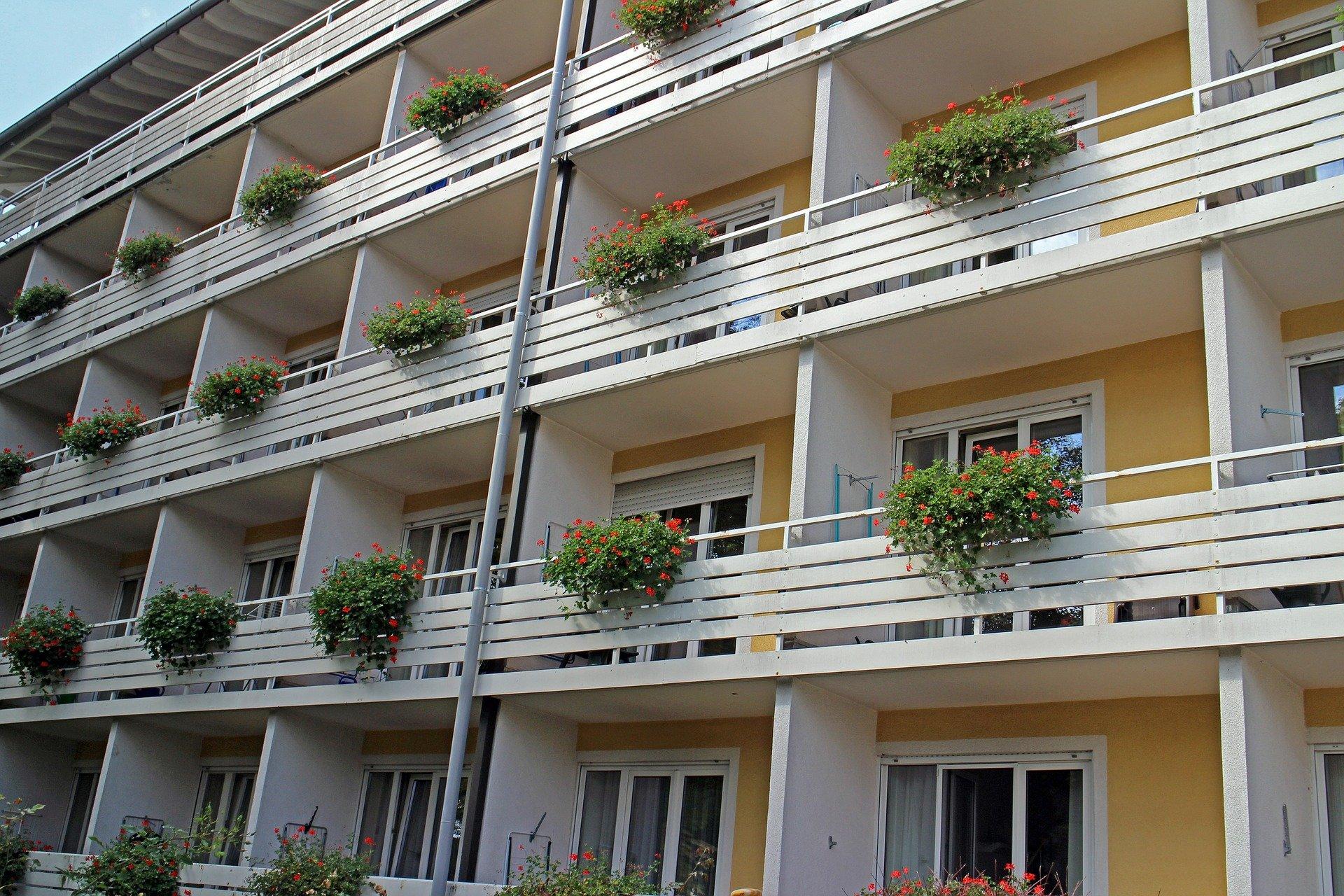 balconies-456654_1920